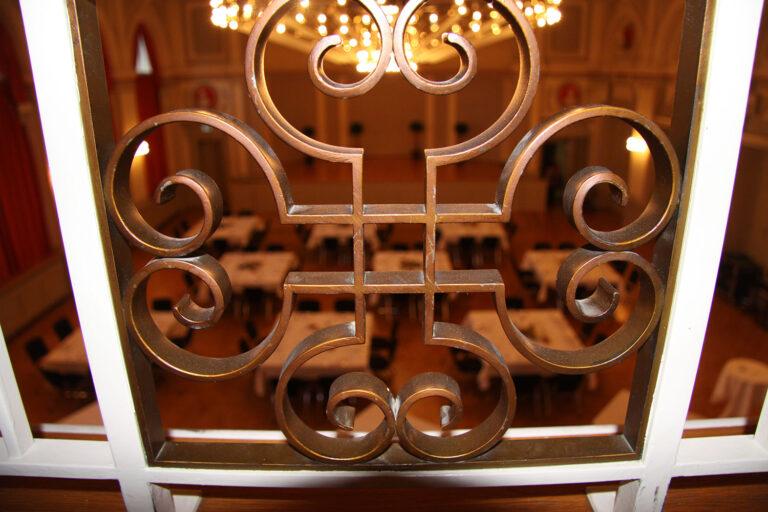 Saal mit Tischen