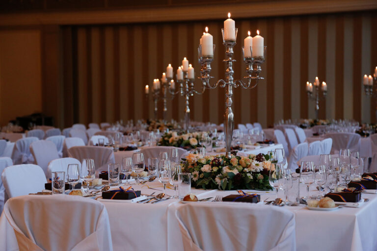 Tische mit Kerzen